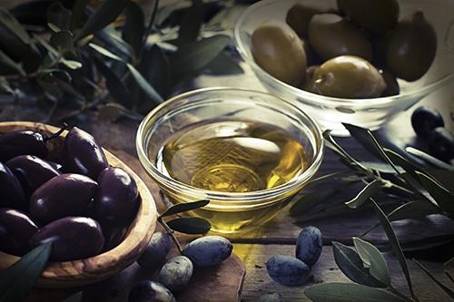 El aceite de oliva: se puede aromatizar y condimentar